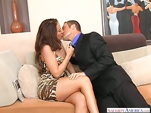 Whore wife Richelle Ryan seduces realtor to the fullest extent a finally her tighten one's belt is mainly a business trip
